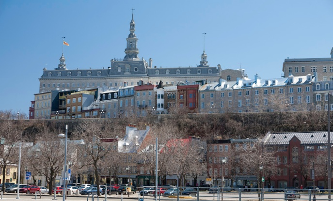 Hôtel-Dieu Hospital (background)