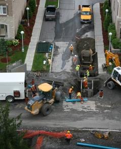 Workers repairing a gas leak