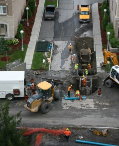 Workers repairing a gas leak
